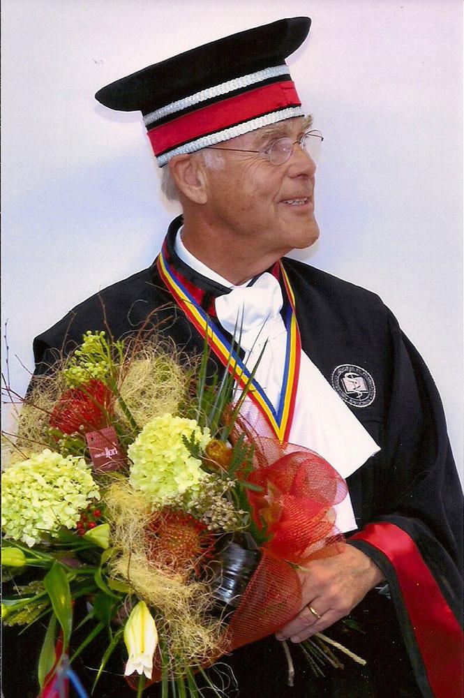 Prof. Klaus von Wild, Doctor Honoris Causa, nach seiner Ehrung im Rektorat der Universität, Cluj- Napoca, RO, 02. 10. 2009